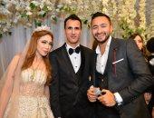 نجوم الفن والإعلام يجتمعون فى حفل زفاف بأحد فنادق القاهرة.. صور