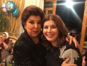 صور.. ميرفت أمين تحتفل بعيد ميلادها مع رجاء الجداوى وبوسى شلبى