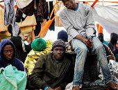 غرق مركب ينقل مهاجرين قرب الساحل الإيطالى