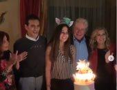 """فيديو.. منة حسين فهمى تحتفل بعيد ميلادها وتغنى لوالدها """"يا واد يا تقيل"""""""