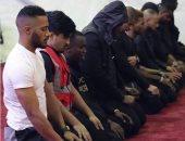 شاهد محمد رمضان يصلى داخل أحد المساجد فى نيجيريا