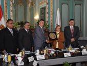 مجلس جامعة عين شمس يكرم الدكتورة مكارم الغمرى لحصولها على وسام بوشكين الروسى