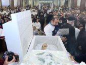 """بدء صلوات تجنيز جثمان """"تاسونى أنجيل"""" بالإسكندرية.. صور"""