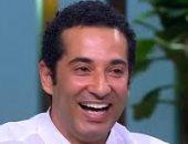 "عمرو سعد يهنىء نجله رابى بفيلمه ""صندوق الدنيا"": مارضيش ياخدنى معاه"