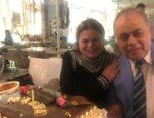 صور.. أشرف زكي يحتفل بعيد ميلاد شقيقته الفنانة ماجدة زكي