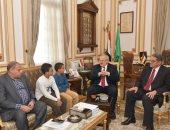 رئيس جامعة القاهرة يستقبل تلميذا متميزا بالرياضيات ويؤكد: نتكفل بنفقات تعليمه