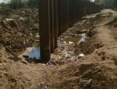 مياه الصرف الصحى تتراكم أمام محور الطوارئ فى مدينة السلام