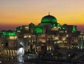 قصر الوطن بأبو ظبى يتزين بألوان العلم السعودى احتفاءً بزيارة ولى العهد