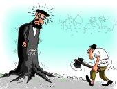 كاريكاتير الصحف السعودية.. الشعب الإيرانى يقتلع جذور نظام الملالى
