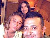 """شاهد تشجيع زينة ونور شقيقتى مريم عامر منيب أثناء تسجيل """"عامل إيه فى حياتك"""""""