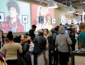 صور.. إقبال كبير بين الأمريكيين على المحال التجارية فى الجمعة السوداء