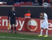 عقوبة منتظرة ضد باشاك شهير التركي لضرب لاعب روما بعملة معدنية.. فيديو