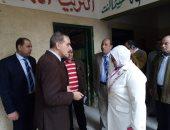 محافظ كفر الشيخ يتفقد المواقع الخدمية ويكافئ المعلمين