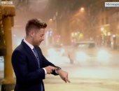 ساعة أبل تعارض توقعات أحد خبراء الأرصاد الجوية على الهواء.. فيديو