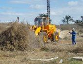 شاهد.. إزالة الحشائش والمخلفات حول حرم موقع الطابية الأثرية بالإسكندرية