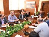 صور.. محافظ بورسعيد يجتمع مع رؤساء الأحياء لمتابعة الموقف التنفيذى للمشروعات
