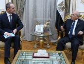 العصار يبحث مع سفير بيلاروسيا تعزيز التعاون المشترك بمجالات التصنيع المختلفة