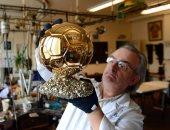 فيديو وصور.. تعرف على أشهر جواهرجى فى باريس صانع الكرة الذهبية