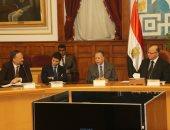 محافظ القاهرة يناقش خطة تطوير منطقة شق الثعبان