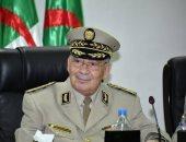 جزائريون يتوافدون على قصر الشعب لإلقاء النظرة الأخيرة على جثمان قايد صالح