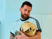 آخرهم الكرة الذهبية.. ميسي يصعب المهمة على منافسيه بـ5 أرقام قياسية