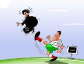 كاريكاتير صحيفة سعودية.. الشعب العراقى يسدد الركلات لنظام الملالى