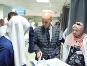 """صور.. وكيل """"صحة الشرقية"""" يمر على مستشفى أبو كبير ويأمر بتوفير استشاريين"""