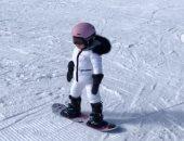ابن الوز عوام.. نجلة كيلي جينر في مغامرة جديد للتزحلق على الجليد