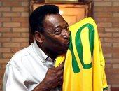 آخر قمصان أسطورة كرة القدم.. مزاد يبيع تيشيرت البرازيلى بيليه بـ30 ألف يورو