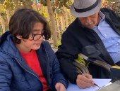 يوم جميل للذكرى.. والد هنا شيحة يعلم حفيده الرسم.. فيديو وصور