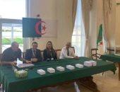 ناشطة جزائرية تقتحم قنصلية بلادها بليون الفرنسية تنديدا بالانتخابات.. فيديو
