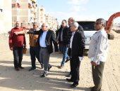 صور.. محافظ بورسعيد يتابع سير العمل بشارع البترول ومجمع المواقف الجديد