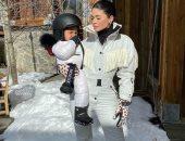 كيلى جينر على الجليد بملابس رياضية يبلغ سعرها 2080 جنيه استرلينى