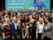 سحر نصر تحتفل مع العاملين بوزارة الاستثمار بنجاح منتدى أفريقيا 2019