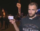 فيديو.. شاب من حزب الله فى لبنان يمزق بطاقته بعد فصله من عمله