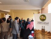 صور.. منظمة خريجى الأزهر توزع 1000 قطعة ملابس على أسر حى الأسمرات بالمقطم