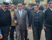 صور .. محافظ الإسكندرية يقود حملة إزالة مكبرة بموقف محطة مصر