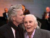 وفاة الفنان الأمريكى كيرك دوجلاس عن عمر يناهر 103 عام