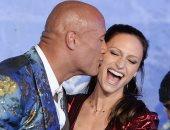 شاهد قبلات ذا روك لزوجته قبل عرض Jumanji: The Next Level