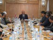 صور.. محافظ قنا يعقد اجتماعًا بالقيادات التنفيذية لمتابعة تقنين أراضى الدولة