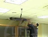 شاب روسى يحاول الهروب من فتحه السقف خلال محاكمته.. فيديو