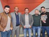 """صور.. مدحت صالح ينتهى من تسجيل أغنية """"قرار"""" لتشجيع الشباب على العمل"""