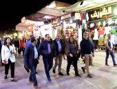 """""""مدبولى"""" برفقة 4 وزراء فى جولة بسوق أسوان.. ويلتقطون السيلفى مع المواطنين"""