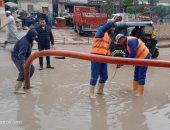 المرور تنشر سيارات إغاثة وتخصص خطًا ساخنًا لمواجهة آثار الأمطار والأتربة