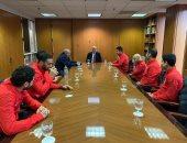 السفير المصري بواشنطن يستقبل فراعنة الاسكواش قبل المشاركة في بطولة العالم