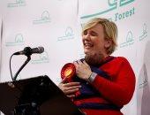 نائبة وأم.. ستيلا كريسى تخطف الأنظار ببريطانيا بعد خطاب فوزها برفقة رضيعتها