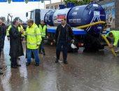 صور.. محافظ الإسكندرية يتابع أعمال تصريف مياه الأمطار من الشوارع