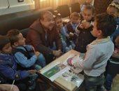 صور.. رئيس مدينة أرمنت يستقبل تلاميذ مدرسة رياض أطفال لتعريفهم آلية خدمة المواطنين
