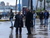 صور.. السكرتير العام للإسكندرية يتابع تصريف مياه الأمطار بالأحياء