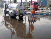 صور.. استمرار أعمال شفط مياه الأمطار بالسويس
